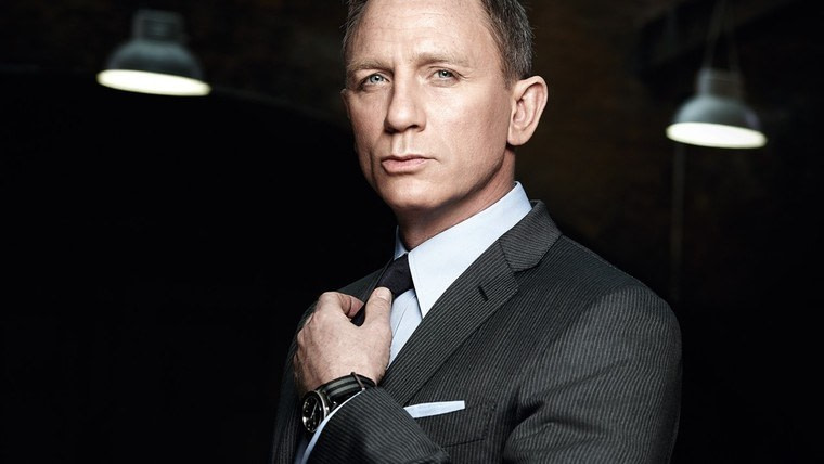 Daniel Craig looking dapper (and wearing a stylish watch)